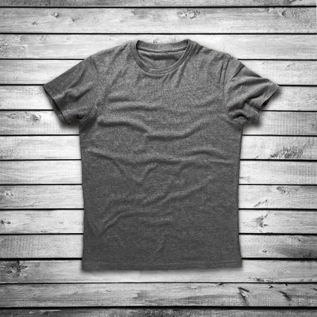 Photo pour Grey shirt over wood background - image libre de droit