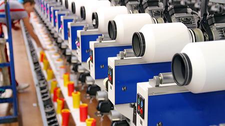 Foto de Female Textile Worker at Work - Imagen libre de derechos