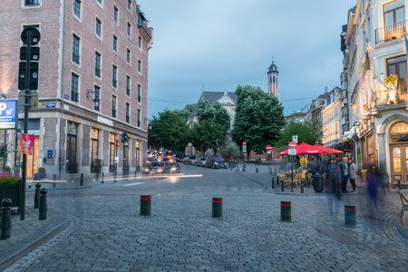 Photo pour Brussels, Belgium - June 5, 2019: Rue Infante Isabelle street in the evening. - image libre de droit