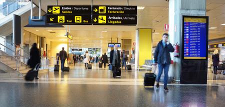 Foto de Airline Passengers in an International Airport - Imagen libre de derechos