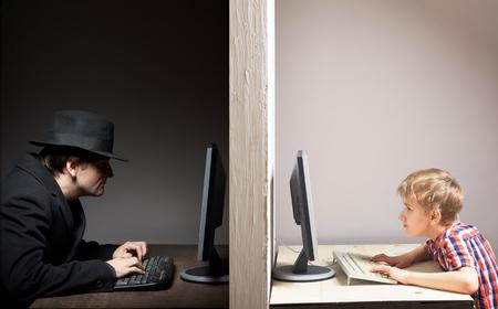 Photo pour Dangerous online friendship concept - image libre de droit