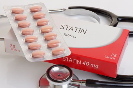 Foto de A generic pack of statins with a stethoscope.  A controversial anti cholesterol medication.All logos removed. - Imagen libre de derechos