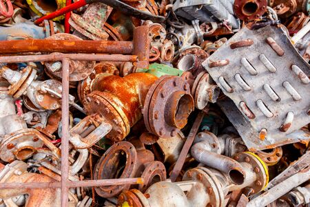 Photo pour Pile of scrap metal, old cooling system and industrial parts, pipes and valves after cassation. - image libre de droit