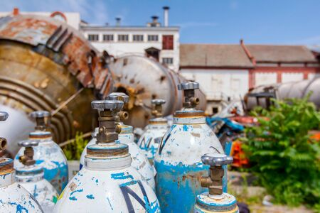 Foto de Used old gas welding tanks, for cutting scrap metal with torch at junkyard. - Imagen libre de derechos