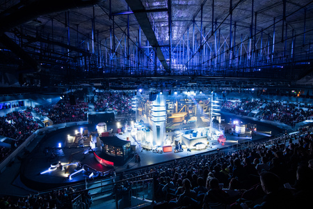 Photo pour SAINT PETERSBURG, RUSSIA - OCTOBER 28 2017: EPICENTER Counter Strike: Global Offensive cyber sport event. Main venue and the big screens at the center of the stage - image libre de droit