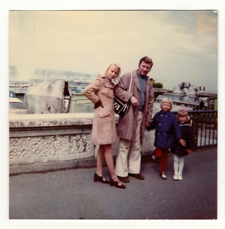 Foto de SWITZERLAND, CIRCA 1970s: Vintage photo shows family on vacation, circa 1970s. - Imagen libre de derechos