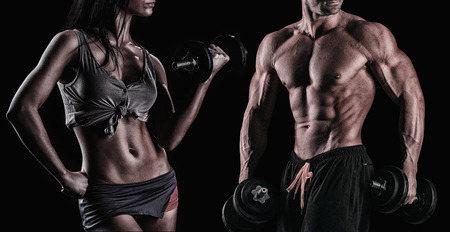 Foto de athletic beautiful sexy young couple posing in studio - Imagen libre de derechos