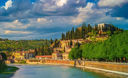Photo pour View of the castle of San Pietro in the city of Verona, Italy. The castle is on the top of the hill of San Pietro on the banks of the Adige River - image libre de droit