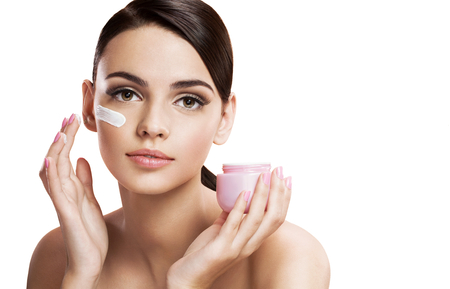 Photo pour Beautiful young woman applying moisturizing creme, skin care concept - image libre de droit