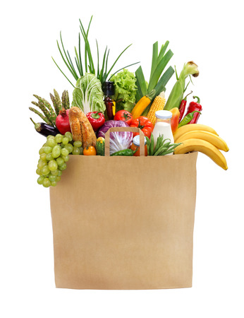 Photo pour Full grocery bag studio photography of brown grocery bag with fruits, vegetables, bread, bottled beverages - isolated over white background - image libre de droit