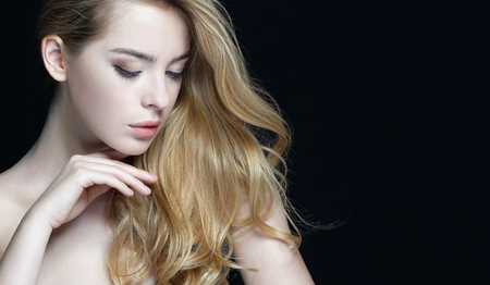 Photo pour Woman with beauty face, skin care concept. Close-up of an attractive girl of European appearance on dark background. - image libre de droit