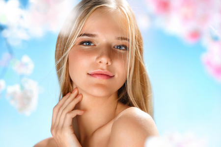 Photo pour Beautiful girl with perfect skin. Beauty & Skin care concept. Spring - image libre de droit
