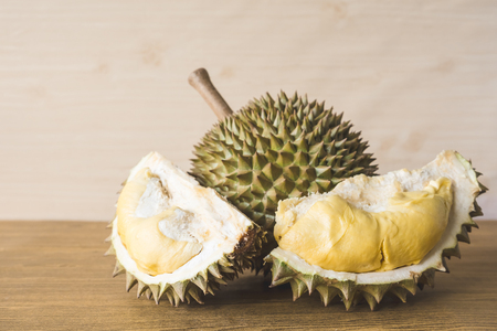 Photo pour King of fruits, Durian on wooden background. - image libre de droit