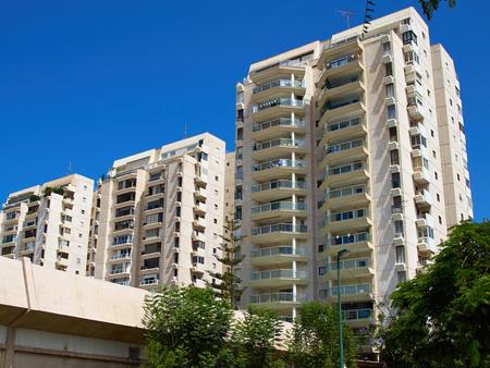 Foto de Modern design luxurious executive apartments city condominium building - Imagen libre de derechos