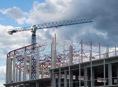 Photo pour Construction site. Framework of the new building and tower crane above it. - image libre de droit