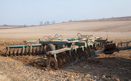 Photo pour Harrowing the soil with disc harrows in spring in Ukraine. - image libre de droit