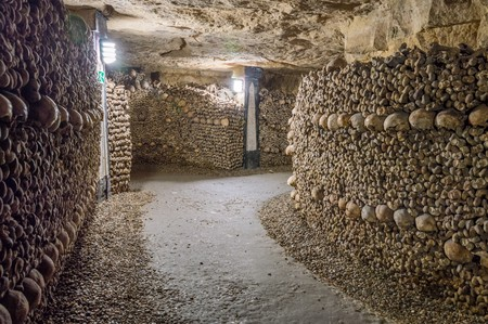 Photo pour Old catacombs. Tunnels, walls made of bones and skulls - image libre de droit