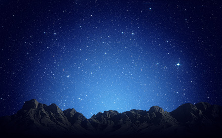 Photo pour Night sky above rocky mountains background - image libre de droit