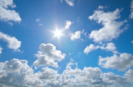 Photo pour Deep blue sky and summer sun. Nature airscape. - image libre de droit