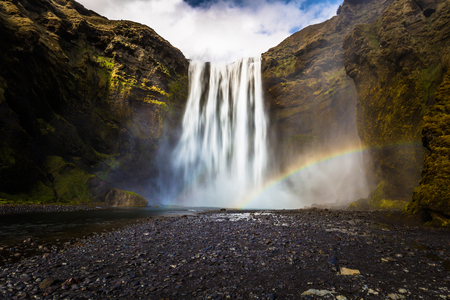 Photo pour Skogafoss - May 04, 2018: Skogafoss waterfall, Iceland - image libre de droit