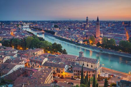 Foto de Verona. Image of Verona, Italy during summer sunset. - Imagen libre de derechos