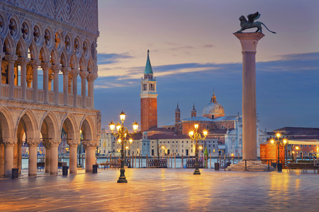 Foto de Venice. Image of St. Mark's square in Venice during sunrise. - Imagen libre de derechos