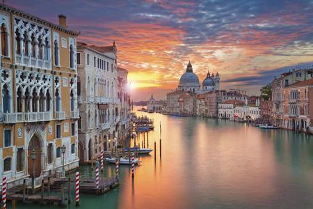 Foto de Venice. Image of Grand Canal in Venice, with Santa Maria della Salute Basilica in the background. - Imagen libre de derechos