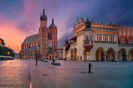 Foto de Krakow. Image of old town Krakow, Poland during sunrise. - Imagen libre de derechos