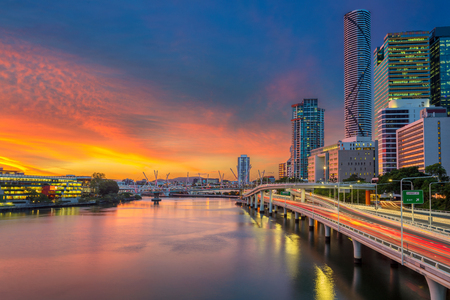 Photo pour Brisbane. Cityscape image of Brisbane skyline, Australia during dramatic sunset. - image libre de droit