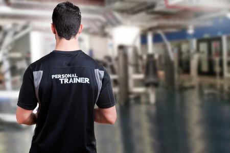 Foto de Back of a Personal Trainer in a gym - Imagen libre de derechos