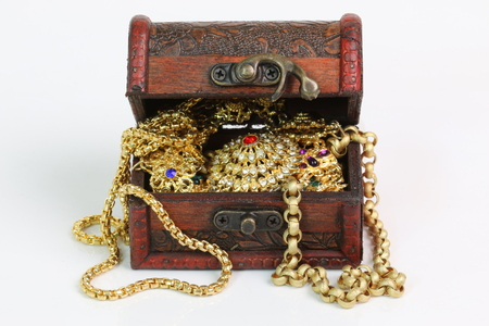 Photo pour Treasure chest on a white background. - image libre de droit