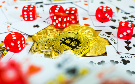 Foto de golden bitcoin red dice and card, gambling concept - Imagen libre de derechos
