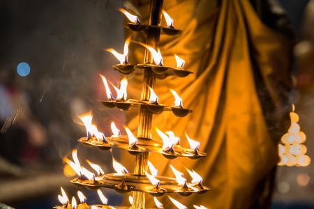 Foto de Candles used in performance of religious Ganga Aarti ritual fire puja at Dashashwamedh Ghat in Varanasi, Uttar Pradesh, India. - Imagen libre de derechos