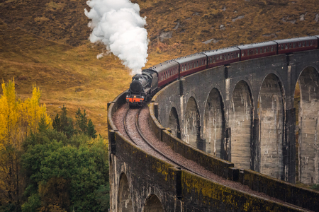 Photo pour The Glenfinnan Viaduct is a railway viaduct on the West Highland Line in Glenfinnan, Inverness-shire, Scotland. - image libre de droit