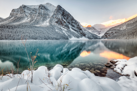 Photo pour Lake Louise with mountains reflection at Banff National Park, Canada. - image libre de droit