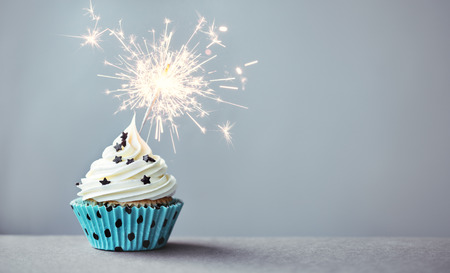 Photo pour Cupcake decorated with a sparkler - image libre de droit
