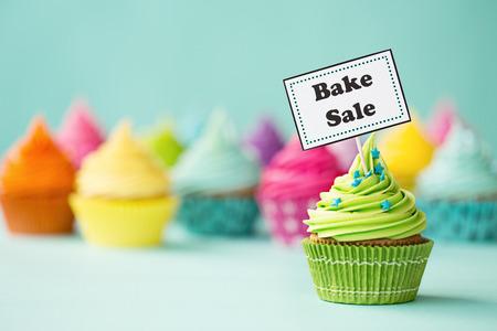 Photo pour Cupcake with Bake Sale sign - image libre de droit