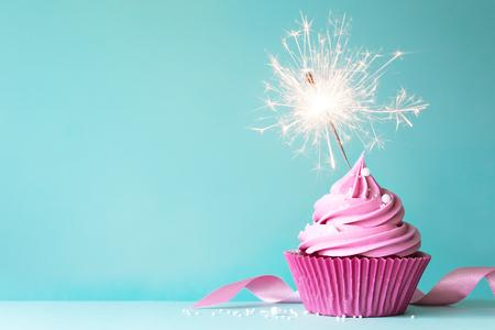 Foto de Birthday cupcake - Imagen libre de derechos