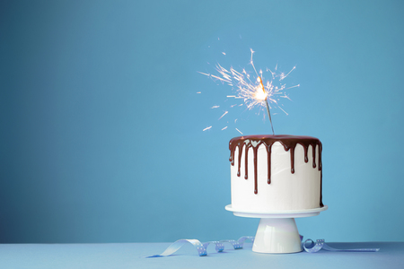 Photo pour Cake decorated with a sparkler - image libre de droit