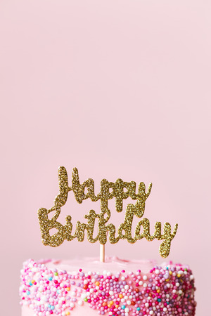 Foto de Birthday cake with sparkly banner - Imagen libre de derechos