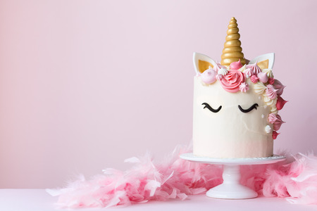 Photo pour Unicorn cake with pink frosting and copy space to side - image libre de droit