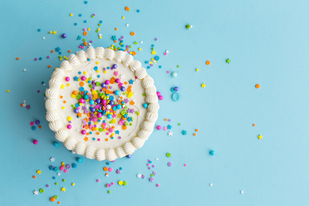 Foto de Birthday cake top view with colorful sprinkles - Imagen libre de derechos