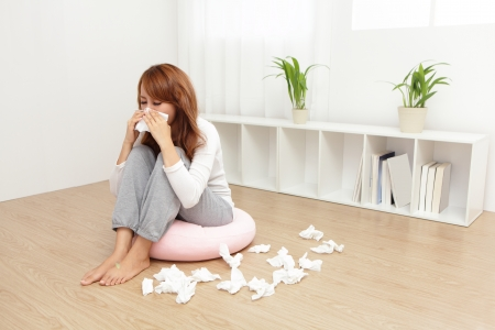 Foto de Sick Woman sneezing into Tissue. Flu and Woman Caught Cold. - Imagen libre de derechos