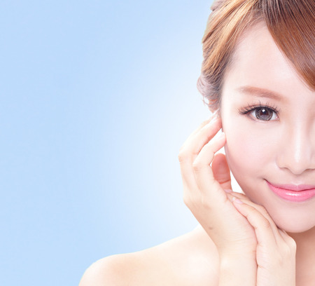 Photo pour portrait of the woman with beauty face and perfect skin isolated on blue, asian beauty - image libre de droit