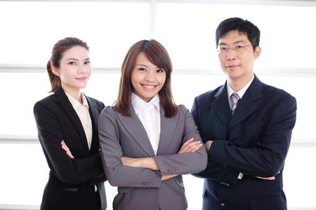 Foto de Group of success business people team in office, asian - Imagen libre de derechos