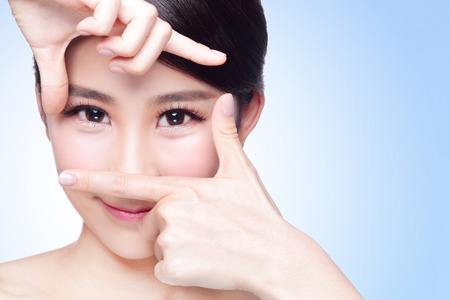 Photo pour Woman face and eye care and she making frame with hands, asian beauty - image libre de droit