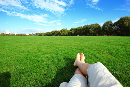 Photo pour Relax barefoot enjoy nature in the green lawn - image libre de droit