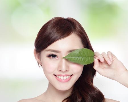Photo pour Beautiful woman face portrait with green leaf concept for skin care or organic cosmetics asian beauty - image libre de droit