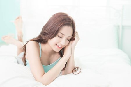 Photo pour Health woman Smile feel carefree and she lying on the bed in the morning , asian girl - image libre de droit