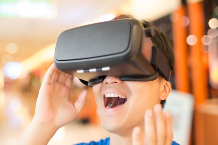 Photo pour man wear virtual reality headset happily, asian - image libre de droit